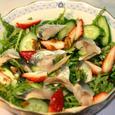 ニシンの酢漬け、春菊、イチゴ、オリーブ