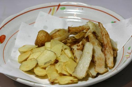 クワイ、山芋、ニンニクのチップス