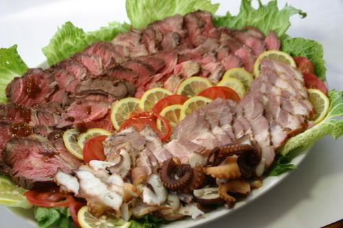 ローストビーフと焼き豚、蛸の燻製
