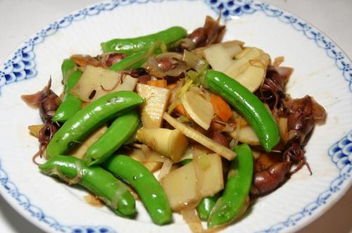 蛍烏賊と筍、スナックエンドウの油炒め中華風