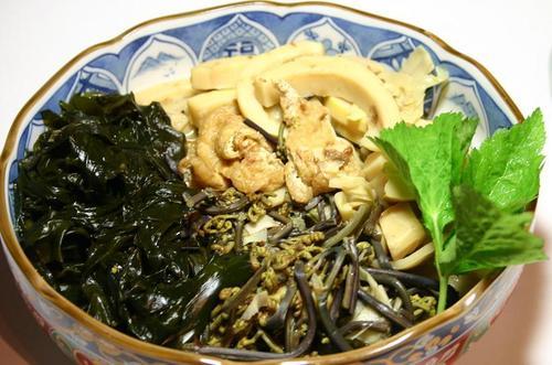 筍、蕨、若布、油揚げの煮物