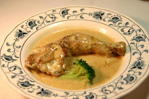 鶏足のシャンパン煮