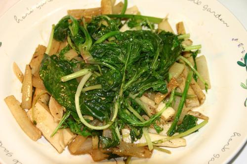 大根、長芋、ほうれん草、水菜の炒め物