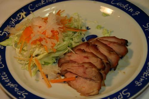 豚バラ肉の醤油、味醂、蜂蜜漬けのソテイー
