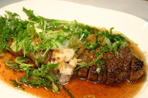 牛モモ肉のステーキ