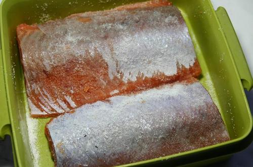 新巻鮭 塩して酢で絞めて