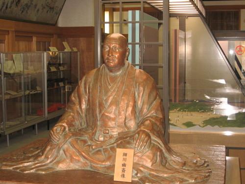 細川藤孝の像