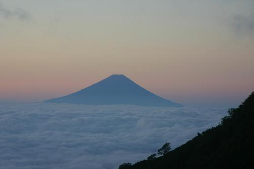 八ヶ岳山頂での夜明け